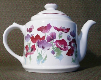 Delightful WADE tea pot with POPPIES design.