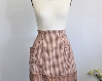 Vintage 1960s Gingham Apron / Brown and White Cotton Apron With Pleating And Embroidery / 60s Kitchen Apron / Cooking Apron With Pocket