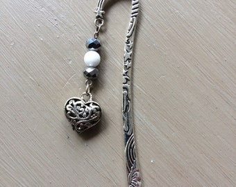 Silver Metal bookmark, beads and heart
