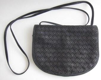 Bottega Veneta sac-portefeuille bandoulière en cuir tressé noir vintage.