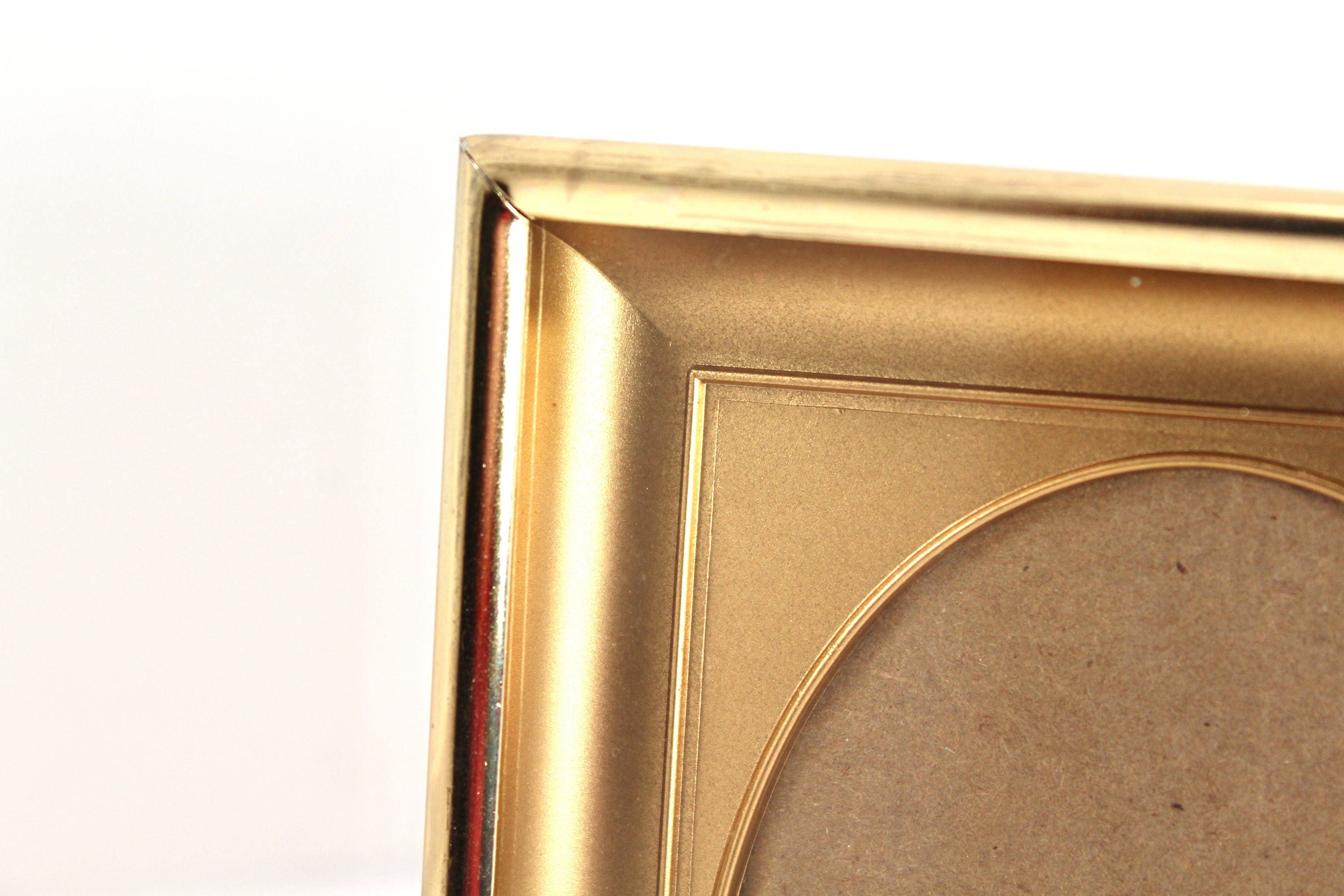 Vintage 3x4 or 3x5 gold-tone picture frame, oval opening - empty ...