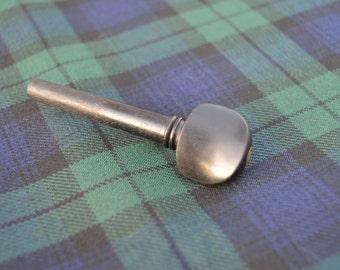 """The """"Penifiler"""" Vintage Fiddle Tuning Peg Kilt Pin."""