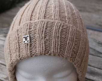 One size women/teens Hat ribbed 2/2 knitted by hand and soft acrylic Pompom.