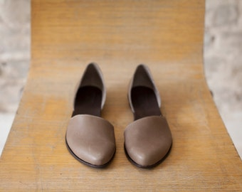 Flat leather shoes, Designer comfortable shoes. Taupe leather flats. Great bridal flat shoes.