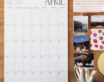 2018 large wall calendar | choice of Sunday or Monday start