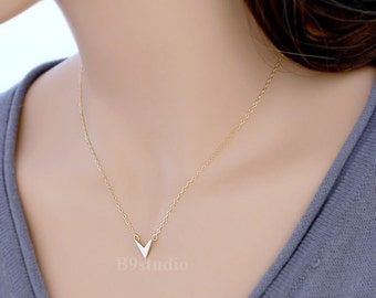 Chevron necklace, dainty arrow necklace, Minimalist charm jewelry gift, gold filled / sterling silver chain, B9studio