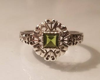 Vintage art deco princess cut peridot filigree sterling silver ring size 6.5