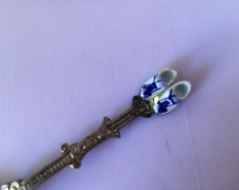C071  Souvenir spoon with porcelain shoes from Holland Vintage