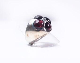 Ring silver and Garnet cabauchon
