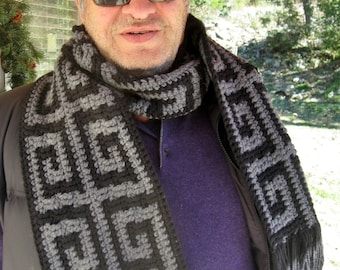 Mens Greek key scarf crochet pattern // Greek key crochet mosaic pattern // Gifts for him // Reversible stripe or mosaic