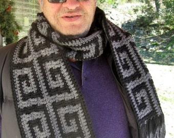 Mens Greek key scarf crochet pattern // Greek key crochet mosaic pattern // Gifts for him // Reversible stripe or mosaic
