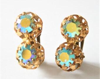 Vintage rhinestone earrings.  Clip on earrings. Crystal earrings. Vintage jewellery