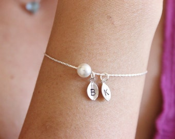 Tiny initial bracelet, personalized pearl bracelet, letter bracelet, sister bracelet, gift for best friend, gift for mom, simple, minimal