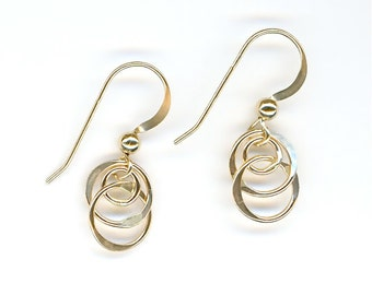 Tiny Gold Link Earrings Circle Wire Earrings Gold Interlocking Round Wire Circle Earrings Chain