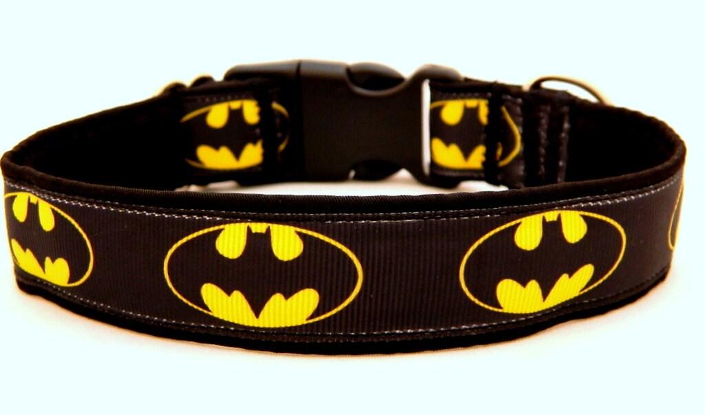 Halsband für den Superhelden-Hund mit Batman. Für Greyhound