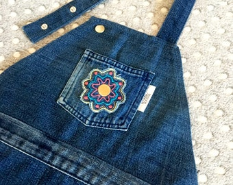 Kids denim apron, Navy blue, Childs apron, Blue denim, Jeans apron, Upcycled denim, Cute apron, Kids aprons, Full apron, made by YoursAgain