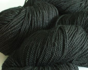Merino Wool yarn, Hand dyed New Moon Black, fingering, yarn for top, black shawl, knitting yarn, free download, superwash, tonal yarn