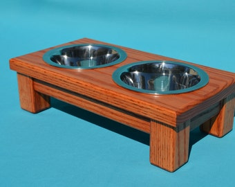 Elevated Dog/Cat Feeder With Two Stainless Steel 1 Pint Bowls