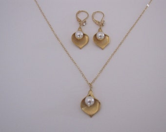 Gold Calla Lily earrings with CZ, Calla lily necklace, Calla lily necklace and earrings set, earrings with lever back