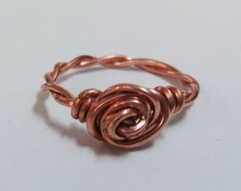 Twisted Band Wire Rose Ring