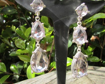 Drop and dangle beauties for pierced ears, great for a wedding , formal occassion or evening out. Dangly earrings, long dangly earrings