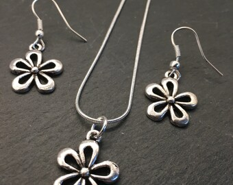 Silver flower necklace and earring set, flower charm pendant necklace and earrings, silver necklace gift set, flower pendant necklace, gift