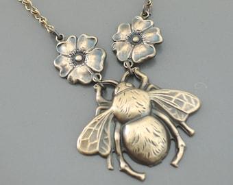 Vintage Jewelry - Vintage Necklace - Bee Necklace - Vintage Brass Necklace - Honey Bee Jewelry - Handmade Necklace