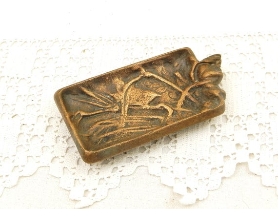 Small Art Nouveau Bronze Ashtray Decorated with a Finch Bird Perched on a Branch, Belle Epoque Vide Poche, Victorian Metal Work, Ring Dish