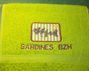 EMBROIDERED GUEST TOWEL AND FABRIC THEME BRITTANY