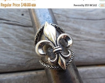 ON SALE Fleur de lis ring in sterling silver