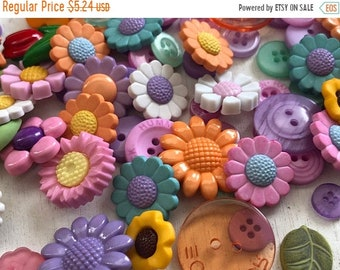 "SALE Flower Buttons, Variety Value Package VP333 ""Floral Bouquet"" by Buttons Galore, Packaged Assortment, Embellishments, Crafts"