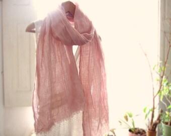Schal pink Leinen, pflanzlichen Farbstoff in der hand, stahlen alte gewaschene Wäsche rosa, Pastell rosa Schal, großer Schal Leinenstruktur, Geschenk für Sie