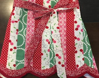 Vintage Scalloped Half Apron