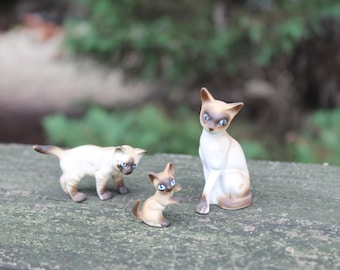 Vintage Miniature 3 pc Siamese Cat Family