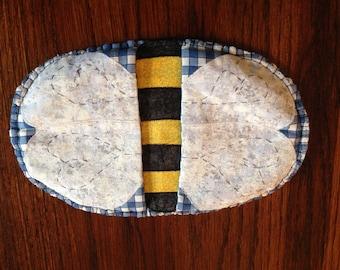 Bumble bee pot mitt
