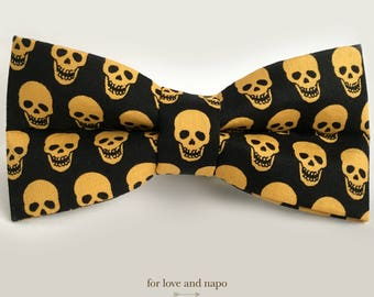 gold skulls – bow tie for dogs and cats