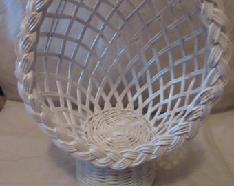 Vintage Adorable WHITE WICKER Doll Bear CHAIR With Rounded Back For Vintage Look Mint!