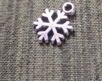 10 snowflake charms, silver tone, 11mm