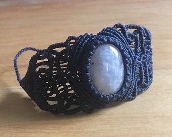 Macrame bracelet with moonstone