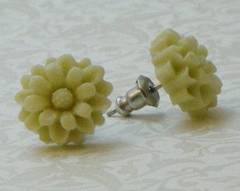 Daisy Flower Earrings - Ivory Off White