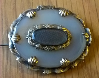 Victorian Agate and 9ct Gold Mourning Brooch with Woven Hair