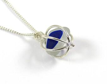 Seaham plage blanc et saphir bleu de la mer en verre Multi, collier médaillon, verre de mer, collier en verre dépoli, pendentif de verre de mer,