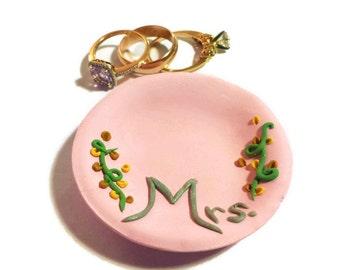 Personalized Jewelry Dish, Mrs Ring Dish, Bride Gift, Custom Ring Holder, Mrs Wedding Gift, Pink Jewelry Bowl, Bride Ring Dish