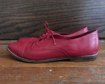 Vintage Womens Lace Up RED Leather Oxford SHOES Size 9.5 10 Brogues Pixie Flats