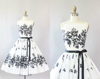 Vintage 50s Dress/ 1950s Cotton Dress/ Black & White Floral Cotton Dress w/ Full Skirt XXS/XS