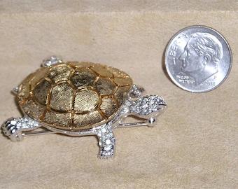 Vintage Signed Ciner Rhinestone Turtle Brooch Pin. Distintive 1960's Jewelry 11062