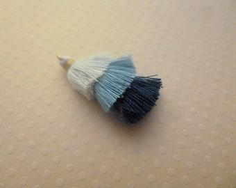Pompons triple bleus,  pompon coton, breloque pompon, boho style, dégradés bleus, longueur 30mm