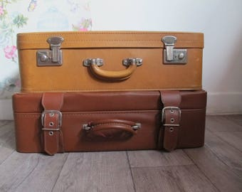 French vintage brown suitcase 1960s, vintage  suitcase, vintage luggage, Valise camel, valise simili cuir marron, Brown leatherette suitcase