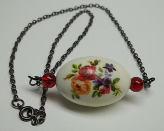 Vintage bead choker necklace cream floral center bead