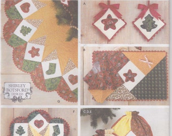 Tree Skirt Pattern Fat Quarters Christmas Gift Bag Place Mat Uncut Simplicity 4414